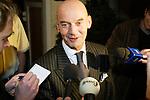 Nederland, 09022002, 09-feb.-2002<br /> Hilversum, Leefbaar Nederland lijsttrekker Pim Fortuyn staat vrolijk de pers te woord na het spoedberaad met het partij bestuur. © foto Michael Kooren.