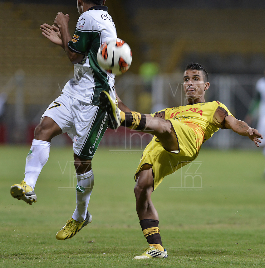 BOGOTÁ -COLOMBIA, 07-08-2013. Wilson David Morelo de Equidad disputa el balón con Mayker Gonzalez de Trujillanos durante partido de la primera fase en la Copa Total Sudamericana 2013 jugado en el estadio Metropolitano de Techo en Bogotá./ Equidad player Wilson David Morelo struggles for the ball with Trujillanos player Mayker Gonzalez during match of the first phase in the Copa Total Sudamericana 2013 played at Metropolitano stadium of Techo in Bogota city. VizzorImage/ Gabriel Aponte/ STR