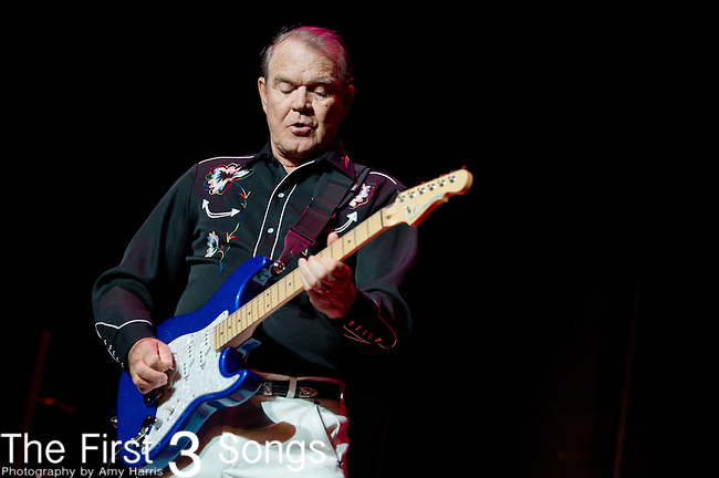 Glen Campbell performs at Taft Theater in Cincinnati, Ohio