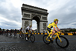 Race leader Yellow Jersey Geraint Thomas (WAL) and Team Sky lead the peloton round the Arc de Triomphe during Stage 21 of the 2018 Tour de France running 116km from Houilles to Paris Champs-Elysees, France. 29th July 2018. <br /> Picture: ASO/Alex Broadway | Cyclefile<br /> All photos usage must carry mandatory copyright credit (&copy; Cyclefile | ASO/Alex Broadway)