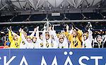 Solna 2014-03-15 Bandy SM-final Damer Kareby IS - AIK  :  <br /> AIK spelare jublar med SM-pokalen efter matchen <br /> (Foto: Kenta J&ouml;nsson) Nyckelord:  SM SM-final final dam damer Kareby AIK jubel gl&auml;dje lycka glad happy