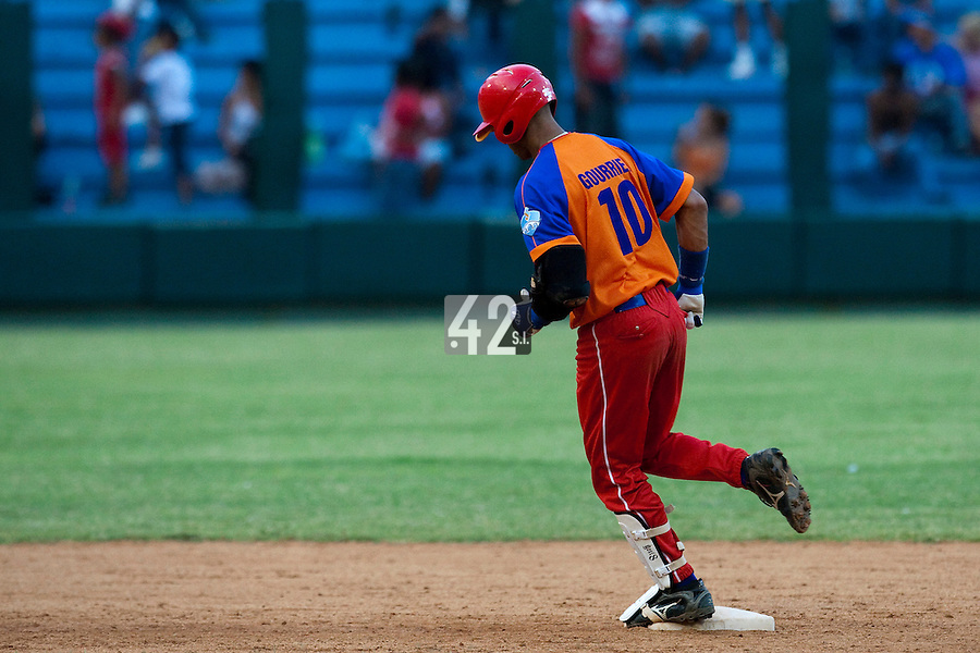 15 February 2009: Third base Yulieski Gourriel runs the bases after hitting an homerun during a training game of Cuba Baseball Team for the World Baseball Classic 2009. The national team is pitted against itself, divided in two teams called the Occidentales and the Orientales. The Orientales win 12-8, at the Latinoamericano stadium, in la Habana, Cuba.