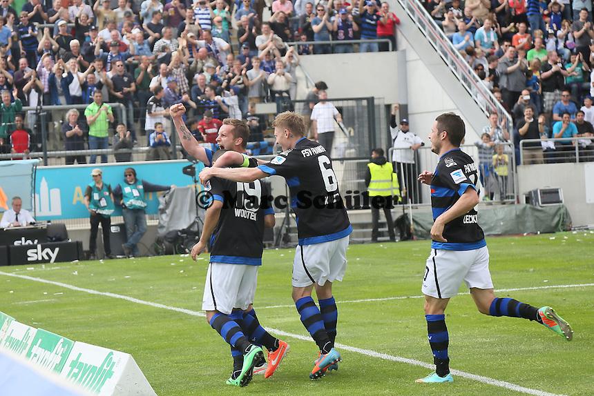Andrew Wooten (FSV) trifft per Elfmeter zum 2:0 gegen Rene Renno (Cottbus) und jubelt - FSV Frankfurt vs. FC Energie Cottbus, Frankfurter Volksbank Stadion