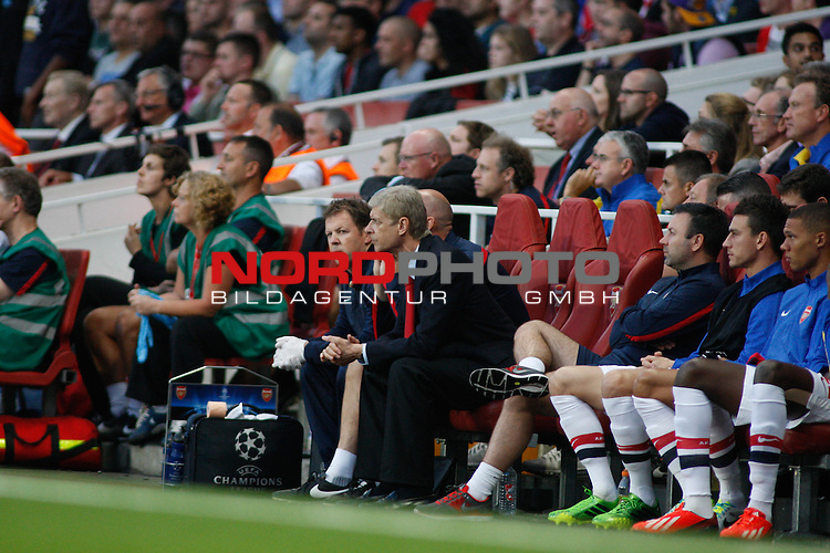 LONDON, ENGLAND - August 27: Arsenal's Manager Arsene Wenger sits in the dug out during the UEFA Champions League Qualification round match between Arsenal from England and Fenerbahce from Turkey played at The Emirates Stadium, on August 27, 2013 in London, England.   Foto © nph / Mitchell Gunn *** Local Caption ***