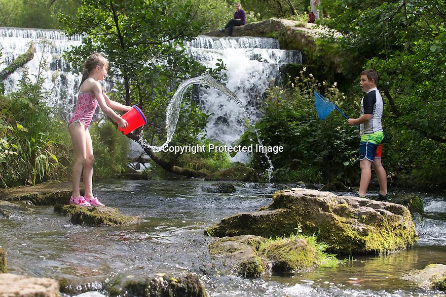 07/08/16<br /> <br /> Cousins, Jasper Peterken (10) and Freya Kirkpatrick (8) enjoy splashing around in the river Wye by Monsal Weir near Bakewell in the Derbyshire Peak District.<br /> <br /> All Rights Reserved, F Stop Press Ltd. +44 (0)1773 550665