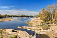 France, Nièvre (58), Pouilly-sur-Loire, vue sur la Loire avec ses nombreuses îles // France, Nievre, Pouilly sur Loire, view on the Loire