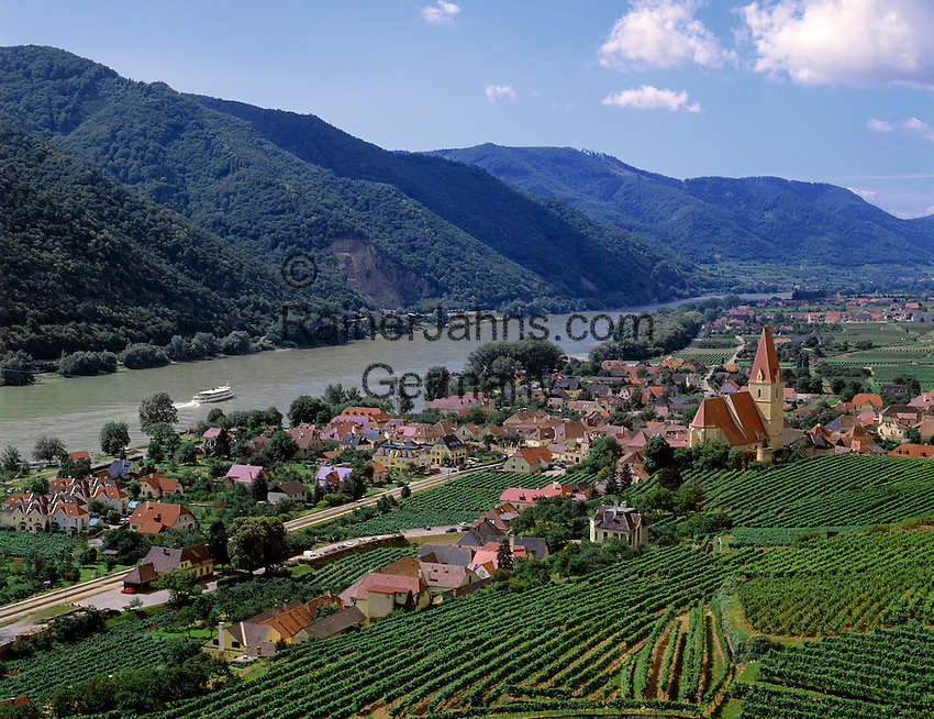 Austria, Lower Austria, Wachau, Weißenkirchen: wine-village at river Danube with church St. Michael