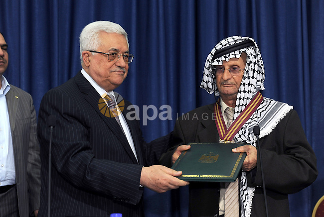 Palestinian President Mahmoud Abbas (Abu Mazen) meets with the participants of the fourth Palestinian Educational Cultural Forum in the West Bank city of Ramallah on May 14, 2011. Photo by Thaer Ganaim