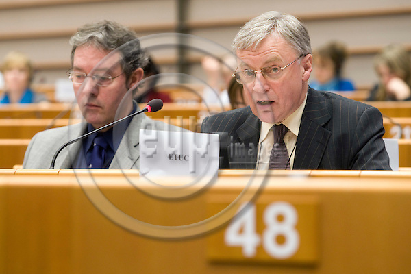 """BRUSSELS - BELGIUM - 26 FEBRUARY 2008 -- Employment and Social Affairs (EMPL) Committee hearing on the cases """"Laval"""" and """"Viking"""", an exchange of views with the participation of the EP Legal Service, Business Europe, ETUC and an external expert on the impact of the European Court of Justice rulings. -- Rainer PLASSMANN and John MONKS (Ri), ETUC General Secretary. -- PHOTO: Juha ROININEN / EUP-IMAGES"""