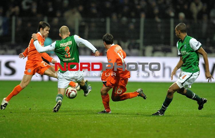UEFA Euro League 2009/2010 Werder Bremen - <br /> <br /> Heimspiel Weserstadion 05.11.2009 - Play-off zur Europa League 09/10 Gruppe L - Gruppenphase<br /> <br /> <br /> <br /> Werder Bremen (GER) - Austria Wien (AUT)<br /> <br /> <br /> <br /> Emin Sulimani ( Wien #23 ) Petri Pasanen ( Bremen FIN #3 ) Zlatko Junuzovi  ( Wien #16 ) Naldo ( Bremen BRA #4 )<br /> <br /> <br /> <br /> Foto &copy; nph ( nordphoto ) *** Local Caption *** *** Local Caption *** <br /> Fotos sind ohne vorherigen schriftliche Zustimmung ausschliesslich f&uuml;r redaktionelle Publikationszwecke zu verwenden.<br /> <br /> Auf Anfrage in hoeherer Qualitaet/Aufloesung