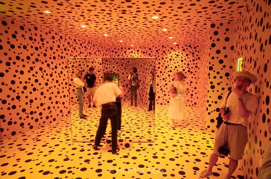"VENICE, ITALY..June 1993..45th Biennale of Venice.Japanese Pavillion..""Mirror Room (Pumpkin)"", 1991 by Yayoi Kusama..(Photo by Heimo Aga)"