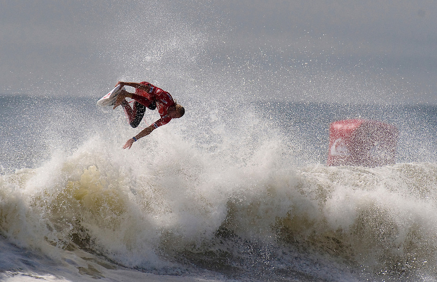 Owen Wright (AUS) competes in Heat 12 of Round 3 during the 2011 Quiksilver Pro New York in Long Brach, NY. He would go on to win the inaugural ASP tour event.