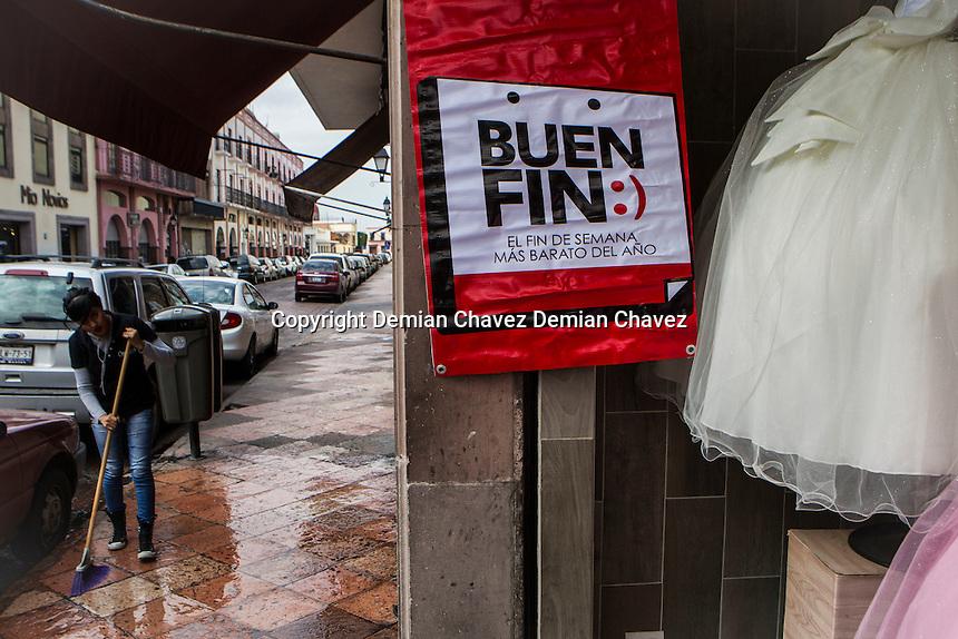 Comerciantes del centro hist&oacute;rico preparan su publicidad y productos para el conocido Buen Fin; en el que presuntamente se brindan mejores precios que el resto del a&ntilde;o.<br /> <br /> Foto: Demian Ch&aacute;vez