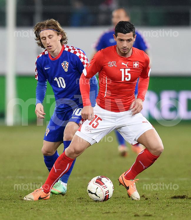 FUSSBALL INTERNATIONALES TESTSPIEL in Sankt Gallen Schweiz - Kroatien       05.03.2014 Blerim Dzemaili (re, Schweiz) gegen Luka Modric (Kroatien)