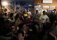 S&Atilde;O PAULO,SP,27 JUNHO 2012 - BOCA JUNIORS x CORINTHIANS TORCIDA<br /> Torcedores do Corinthians e do Boca Juniors durante o jogo entre Boca Juniors x Corinthians no bar Moocaires na Mooca zona leste.FOTO ALE VIANNA/BRAZIL PHOTO PRESS