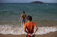 Cabo Frio_RJ, Brasil...Criancas na praia de Cabo Frio...Children in the Cabo Frio beach...Foto: JOAO MARCOS ROSA / NITRO