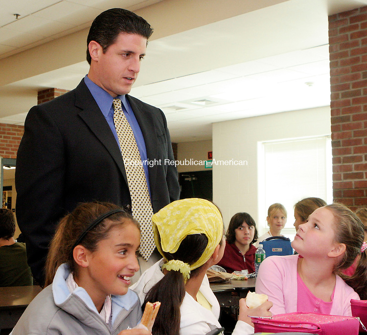 SOUTHBURY, CT-27September 2006-092706TK11- (left to right) Rochambeau Middle School principal, Anthony Salutari shares cafeteria lunch time with 6th graders Morgan Metcalf, 11, Julia Duque, 11, and Michelle Mellody, 12. Tom Kabelka Republican-American   (Anthony Salutari, Morgan Metcalf, Julia Duque, Michelle Mellody, Rochambeau Middle School)