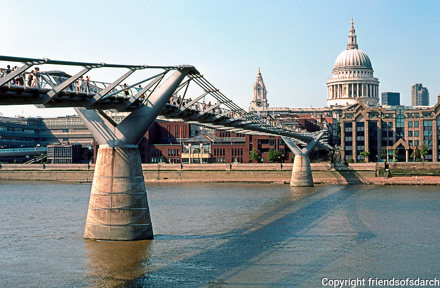 London: Millenium Pedestrian Bridge, Norman Foster and Anthony Caro, 1999-2002.