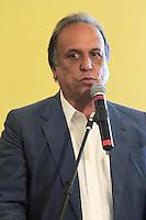 RIO DE JANEIRO, RJ, 04.12.2013 - PRÊMIO EMPREENDEDOR DA COMUNIDADE 2013 - O Vice-Governador do Estado do Rio de Janeiro Luiz Fernando Pezão participa da entrega do Prêmio Empreendedor da Comunidade 2013. O evento, uma parceria entre a Agência Estadual de Fomento (AgeRio) com o Sebrae/RJ, vai premiar os 13 negócios que mais se destacaram ao longo do ano dentro das comunidades pacificadas do Rio. Os prêmios vão variar entre R$ 4 mil e R$ 10 mil e serão divididos em cinco categorias: Negócio Sustentável, Negócio Inovador, Mulher Empreendedora, Jovem Empreendedor e Negócio de Sucesso. Nessa quarta 04. (Foto: Levy Ribeiro / Brazil Photo Press)