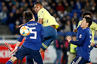 YOKOHAMA - JAPON, 22-03-2019: Sei Muroya de Japón disputa el balón con Alfredo Morelos de Colombia durante partido amistoso de la fecha FIFA marzo 2019 entre las selecciones de Japón y Colombia jugado en el estadio Nissan de la ciudad de Yokohama. / Sei Muroya of Japan vies for the ball with Alfredo Morelos of Colombia during friendly match for the FIFA date March 2019 between national teams of Japan and Colombia played at Nissan stadium in Yokohama city. Photo: VizzorImage / VizzorImage / Julian Medina / Cont