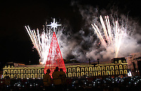BOGOTA -COLOMBIA, 28 -NOVIEMBRE-2014. Se encendio el arbol y el alumbrado navideno en la Plaza de Bolivar y toda la capital de la republica  acompañado con un show de juegos pirotecnicos ,  un concierto de la orquesta Filarmonica , Matecana ,Los Traviesos , Checo Acosta y  la presentacion del humorista Andres Lopez   / The tree and the Christmas lights in the Plaza de Bolivar and the entire capital of the republic accompanied by a pyrotechnic show games Philharmonic concert, Matecana, The Traviesos, Checo Acosta Orchestra and comedian Andres Lopez is lit. Photo:VizzorImage / Felipe Caicedo / Staff