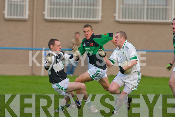 Churchill's l-r: No.3 Garry Rolls, Brian Daly (goalkeeper) and Listry's Mike Tangney..   Copyright Kerry's Eye 2008