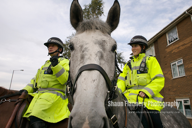 Pix: Shaun Flannery/shaunflanneryphotography.com<br /> <br /> COPYRIGHT PICTURE&gt;&gt;SHAUN FLANNERY&gt;01302-570814&gt;&gt;07778315553&gt;&gt;<br /> <br /> 16th October 2007................South Yorkshire Police mounted officers on patrol.