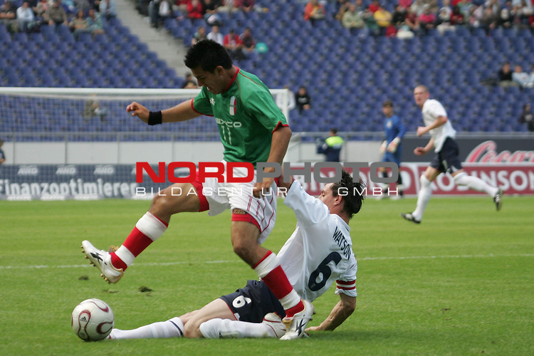 WM 2006 INAS-FID &quot;Der Menschen mit Behinderung&quot; <br /> <br /> England vs Mexiko<br /> <br /> Ronnie Watson #6 von Engl. gegen Juan-Pablo Gutierrez #11<br /> <br /> Foto :&copy; nordphoto <br /> <br /> <br /> <br />  *** Local Caption ***