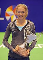 18-12-10, Tennis, Rotterdam, Reaal Tennis Masters 2010, Indy de Vroome met de Cup Renoud