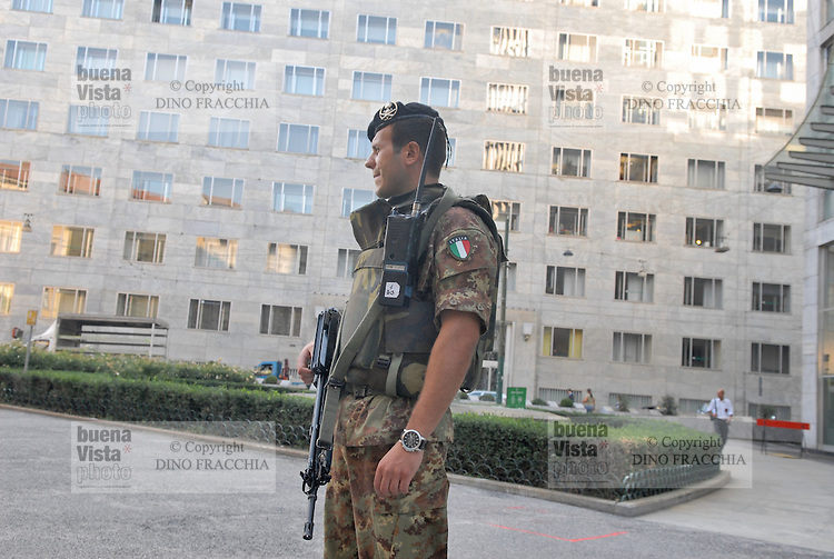 - soldiers in security service in front of U.S. consulate in Milan....- militari  in servizio di sicurezza davanti al consolato USA di Milano