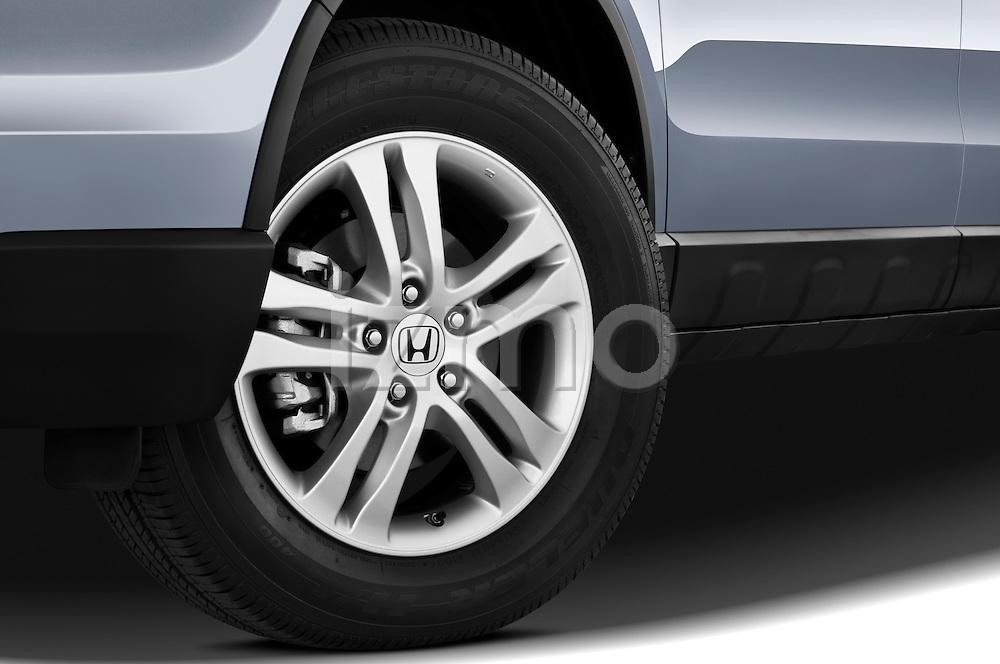 Tire and wheel close up detail view of a 2010 Honda CRV EX