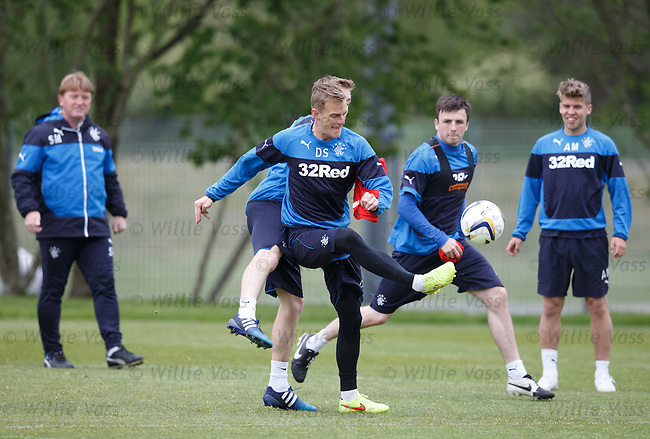 Dean Shiels watched by Stuart McCall