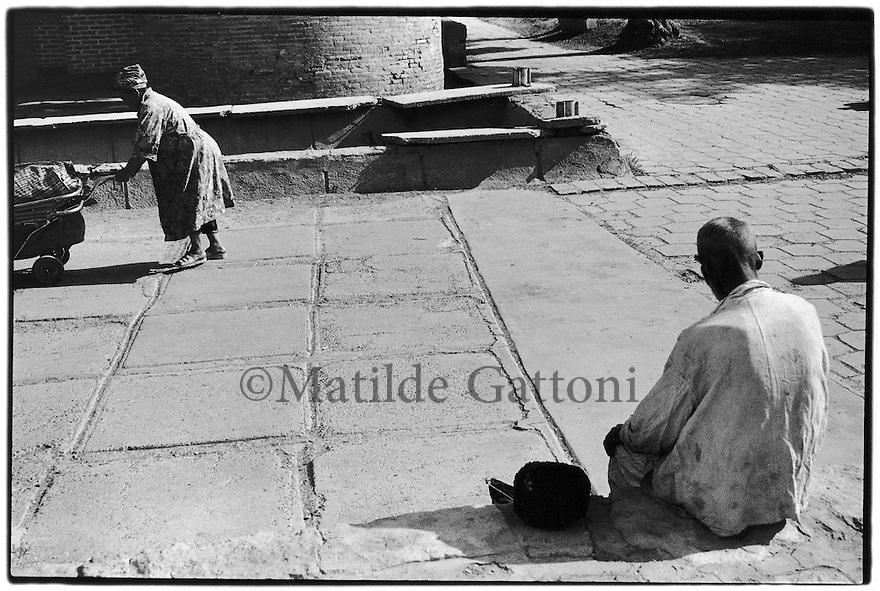 Uzbekistan - Bukhara - Poverty in the streets.