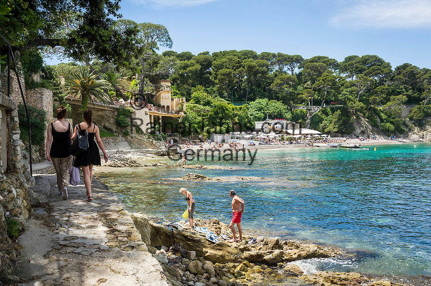 France, Provence-Alpes-Côte d'Azur, peninsula Cap Ferrat between Villefranche-sur-Mer and Beaulieu-sur-Mer, Saint-Jean-Cap-Ferrat: bay Anse de la Scaletta, at background Paloma Beach | Frankreich, Provence-Alpes-Côte d'Azur, Halbinsel Cap Ferrat zwischen Villefranche-sur-Mer und Beaulieu-sur-Mer, Saint-Jean-Cap-Ferrat: die Bucht Anse de la Scaletta, im Hintergrund Paloma Beach