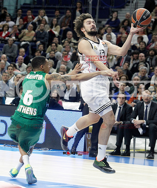 Real Madrid's Sergio Llull (r) and Panathinaikos Athens' A.J. Slaughter during Euroleague match.January 22,2015. (ALTERPHOTOS/Acero) /NortePhoto<br />