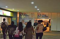 BRASÍLIA, DF - 20.09.2013 – FEIRA CAPITAL ESTUDANTE 2013 – A Feira Capital Estudante com palestras, estantes, simuladores de direção e livrarias. Objetivo de direcionar estudantes para cursos de graduação. A FCE é realizada todos os anos no Shopping Pátio Brasil, nesta sexta-feira, 20. (Foto: Ricardo Botelho/Brazil Photo Press)