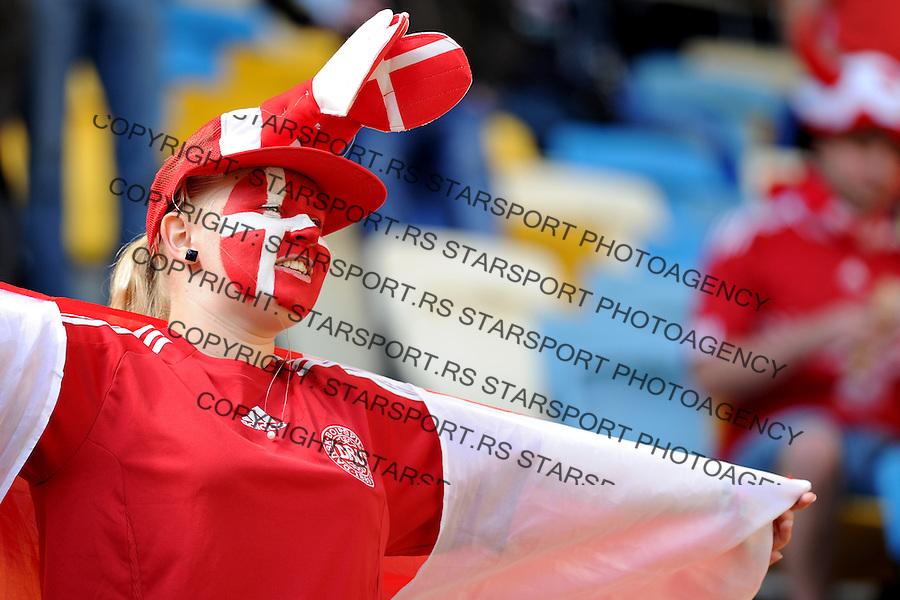 13.06.2012 LWOW - STADION ARENA LWOW ( LVIV UKRAINE STADIUM ARENA LVIV ) PILKA NOZNA ( FOOTBALL ) MISTRZOSTWA EUROPY W PILCE NOZNEJ UEFA EURO 2012 ( EUROPEAN CHAMPIONSHIPS UEFA EURO 2012 ) GRUPA B ( POOL B ) MECZ DANIA - PORTUGALIA ( GAME DENMARK - PORTUGAL ).NZ KIBICE DANIA.FOTO MICHAL STANCZYK / CYFRASPORT/NEWSPIX.PL.---.Newspix.pl