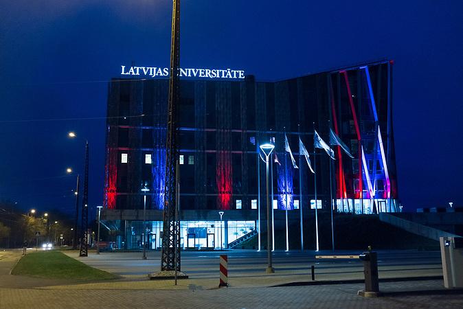Blick auf die Lettische Universit&auml;t in Riga.<br /> <br /> Seit einigen Jahren wandern vermehrt Russen in das benachbarte Lettland aus - derzeit sind 50.000 russische Staatsb&uuml;rger in Besitz einer st&auml;ndigen Aufenthaltsgenehmigung in dem baltischen Land.<br /> Seitdem Lettland 2004 Teil der Europ&auml;ischen Union ist, sind etwa zehn Prozent der Letten ins emigriert. In der Hauptstadt Riga bieten sich f&uuml;r junge Zuwanderer besonders auch beruflich aussichtsvolle Perspektiven.