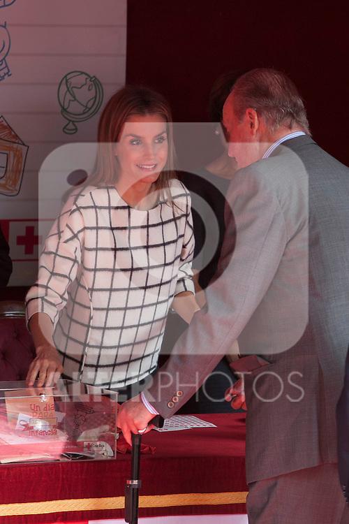 Former King Juan Carlos of Spain visits Queen Letizia of Spain during the Cruz Roja´s (Red Cross) `Dia de la banderita´ donation table in front of Deputy Congress building in Madrid, Spain. October 08, 2014. (ALTERPHOTOS/Victor Blanco)