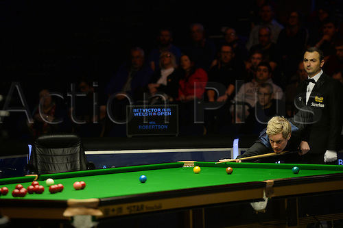 20.02.2016. Cardiff Arena, Cardiff, Wales. Bet Victor Welsh Open Snooker semi-finals. Mark Allen versus Neil Robertson. Neil Robertson attempts a long pot.
