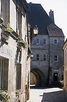 Europe/France/Normandie/Basse-Normandie/61/Orne/Mortagne-au-Perche : Ruelle et porte Saint-Denis