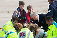 Le roi Philippe de Belgique, la reine Mathilde de Belgique, leurs enfants ; la Princesse Elisabeth, le Prince Gabriel, le Prince Emmanuel et la Princesse El&eacute;onore assistent &agrave; une d&eacute;monstration des services de sauvetage sur la plage de Middelkerke. <br /> La princesse Elisabeth a elle-m&ecirc;me particip&eacute; &agrave; la r&eacute;animation.<br /> Belgique, Middelkerke, 1er juillet 2017.<br /> King Philippe of Belgium, Queen Mathilde of Belgium and their children, Crown Princess Elisabeth, Prince Emmanuel, Prince Gabriel, and Princess Eleonore of Belgium pictured during a rescue exercice, part of a visit of Belgian royal couple at the Belgian coast, in Westende, Middelkerke.<br />  Belgium, Westende, Middelkerke, 01 July 2017.<br /> Pic :  King Philippe of Belgium &amp; Prince Gabriel of Belgium, Prince Emmanuel of Belgium