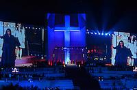 RIO DE JANEIRO, RJ, 26 DE JULHO DE 2013 -JMJ RIO 2013-VIA SACRA-PAPA FRANCISCO- Papa Francisco chega em Copacabana e é recebido por milhares de fiéis e peregrinos que lotam a praia de Copacabana, zona sul do Rio de Janeiro.FOTO:MARCELO FONSECA/BRAZIL PHOTO PRESS