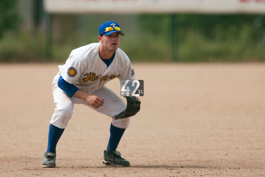 23 May 2009: Andrew Smith of Senart is seen on defense during the 2009 challenge de France, a tournament with the best French baseball teams - all eight elite league clubs - to determine a spot in the European Cup next year, at Montpellier, France. Savigny wins 4-1 over Senart.