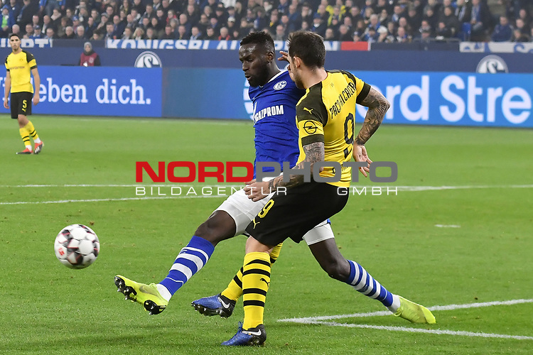 08.12.2018, Veltins-Arena, Gelsenkirchen, GER, 1. FBL, FC Schalke 04 vs. Borussia Dortmund, DFL regulations prohibit any use of photographs as image sequences and/or quasi-video<br /> <br /> im Bild v. li. im Zweikampf Salif Sane (#26, FC Schalke 04) Paco Alcacer (#9, Borussia Dortmund) <br /> <br /> Foto &copy; nordphoto/Mauelshagen