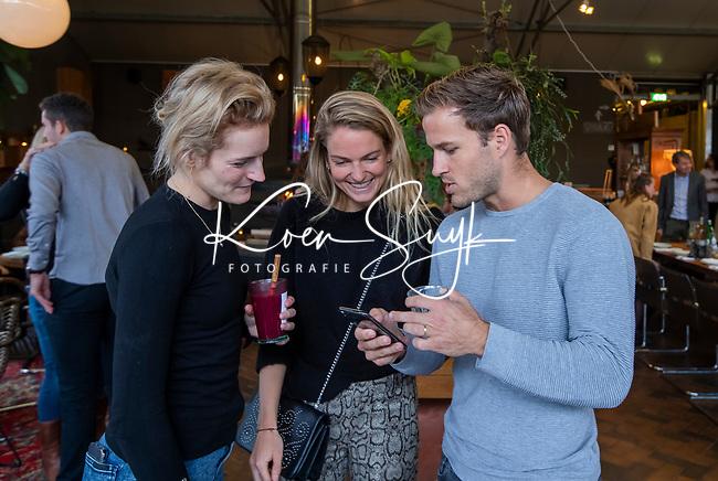 VOGELENZANG - Jeroen Hertzberger (Ned) met Carlien Dirkse van den Heuvel (Ned) en Maartje Krekelaar (Ned)  Spelerslunch KNHB 2019.   COPYRIGHT KOEN SUYK