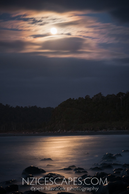 Full moonrise over Gillespies Beach, Westland Tai Poutini National Park, UNESCO World Heritage Area, West Coast, New Zealand, NZ