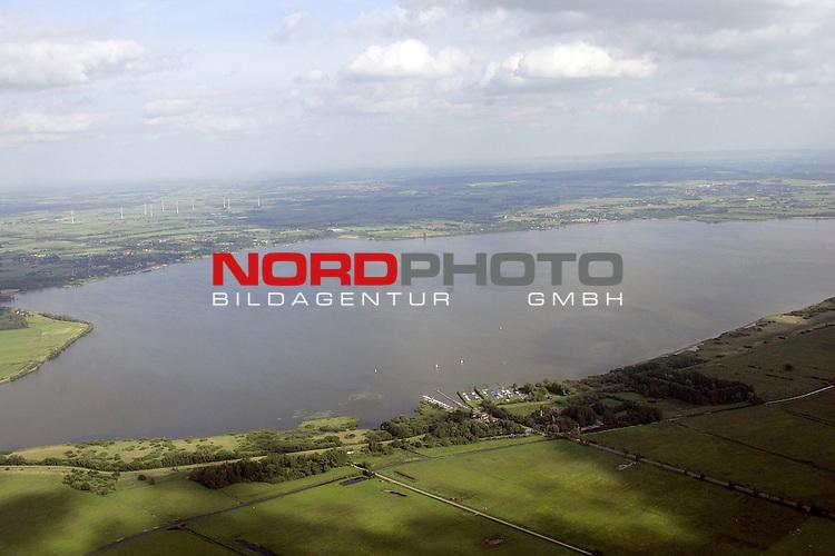 Luftaufnahme - Duemmer See- Blick auf den DŁmmer See, Norddeutschlands groesstes Binnengewaesser mit Blick ueber den Olgahafen in Richtung Lembruch<br /> <br /> <br /> Foto: &copy; nordphoto <br /> <br />  *** Local Caption *** Foto ist honorarpflichtig! zzgl. gesetzl. MwSt.<br />  Belegexemplar erforderlich<br /> Adresse: nordphoto<br /> Georg-Reinke-Strasse 1<br /> 49377 Vechta