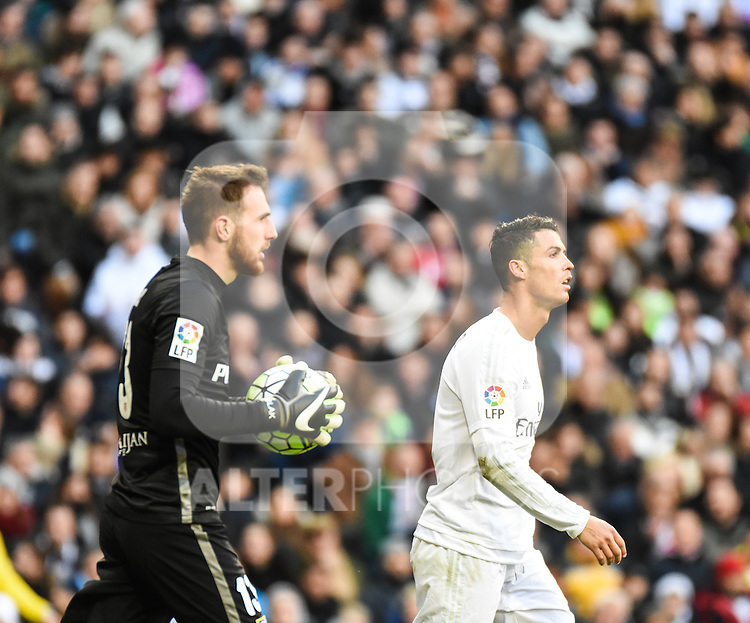 Real Madrid´s Cristiano Ronaldo and Atletico de Madrid´s Oblak during 2015/16 La Liga match between Real Madrid and Atletico de Madrid at Santiago Bernabeu stadium in Madrid, Spain. February 27, 2016. (ALTERPHOTOS/Javier Comos)