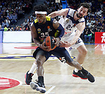 Real Madrid's Sergio Llull (r) and Fenerbahce Istambul's Bobby Dixon during Euroleague, Regular Season, Round 29 match. March 31, 2017. (ALTERPHOTOS/Acero)